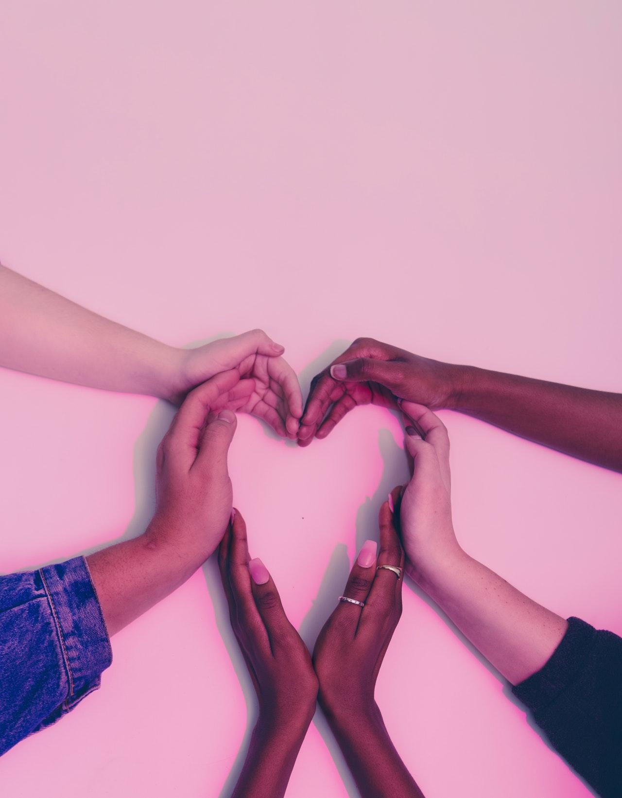 Herz aus Handgesten