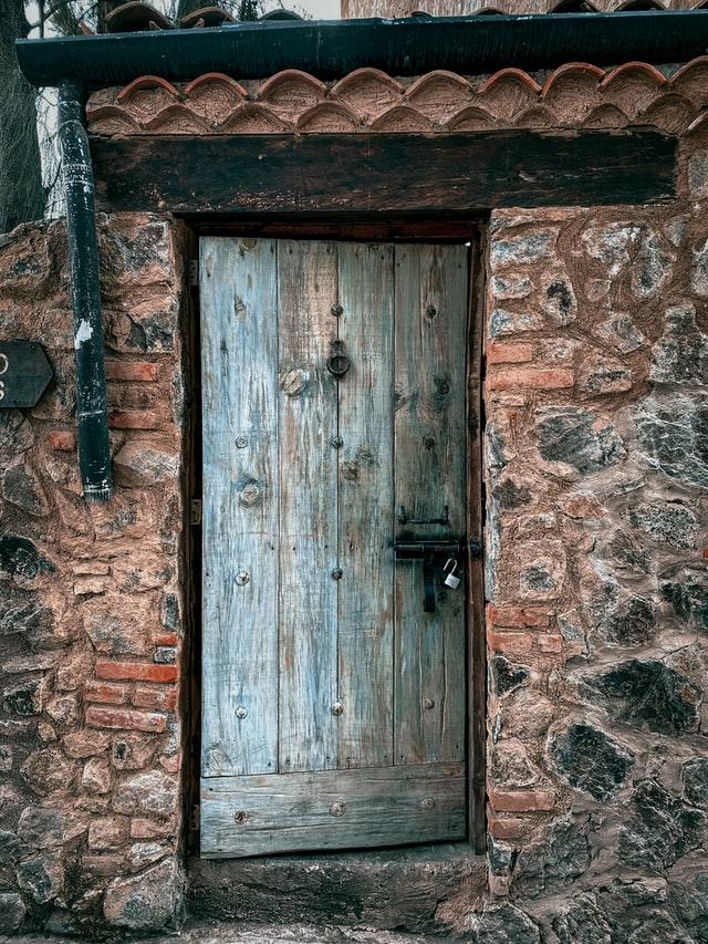 Diese Tür könnte eine aus der Tabelle sein, die man im Fantasy-Setting besser nicht öffnet.